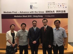 5月12日參加由香港律政司主辦,邀請香港、澳門、廣州、深圳的學者、專員、處長、師長等,探討跨境調解問題,及如何協助一帶一路。當然亦有仲裁及相關法律的探討。袁國強律政司長接受陳勤業會長的書包括內容第四篇「法律完善研究篇」講述企業如何「持續改善」法律風險減低爭議節省訴訟成本!